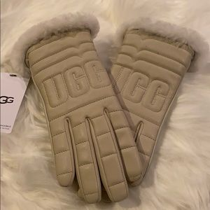 NWT UGG Gloves Touch Screen Compatible
